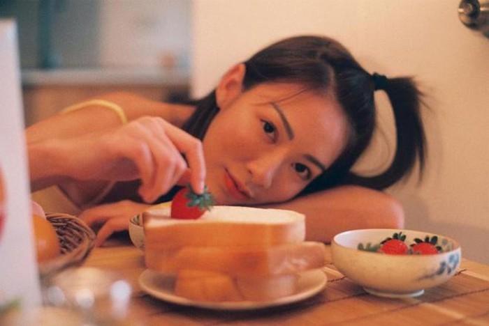 Ngoài các bộ ảnh làm mẫu, trang cá nhân của cô chủ yếu là hình ảnh giản dị khi ở nhà hay vui chơi cùng bạn bè.